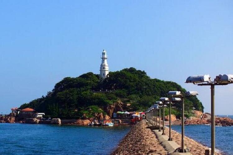 """游览【唐岛湾滨海公园】(60分钟)有""""海上西湖""""和""""青岛西花园""""的美称"""