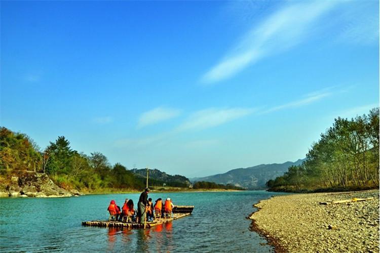 神仙居景区是国家5a级景区,是国家级风景名胜区之一,也是仙居风景