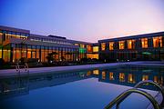 近凤凰岛湿地公园,拥有全天候温泉泡池,扬州逸温泉酒店
