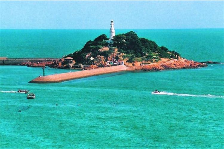海上游览青岛湾,信号山,栈桥,小青岛,海军博物馆,鲁迅公园等浅海十二