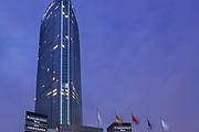 <无锡自驾2日游>宿无锡城中皇冠假日酒店 含双人早餐+自助晚餐 比邻古运河