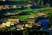 青海、甘肃、新疆双卧双动15日跟团游佛教圣地、拍摄日出日落、东方瑞士风光夜宿青海湖、统观沙漠