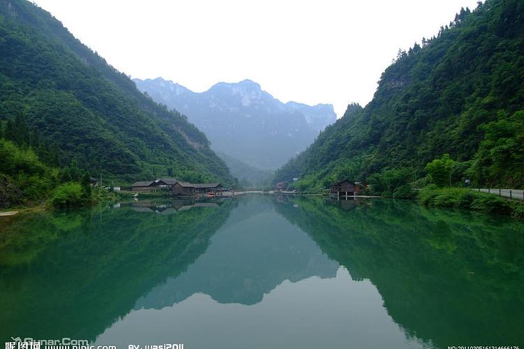 距秭归新县城和三峡大坝12公里,距宜昌市40公里,景区由大溪,小溪,芭蕉