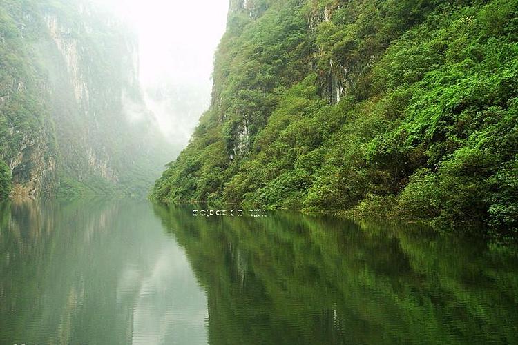 花江大峡谷旅游
