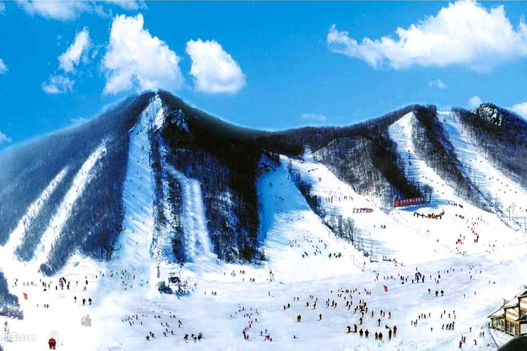 吉华长寿山滑雪场旅游