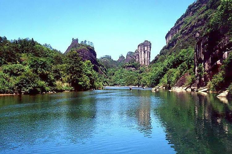 登月湖位于江苏仪征市月塘乡,原名鸭嘴桥水库.