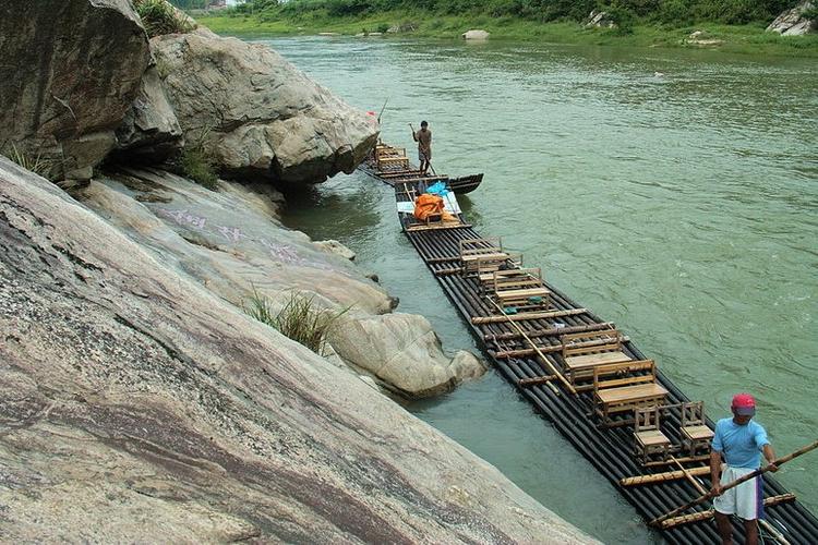 白马潭天险河漂流旅游