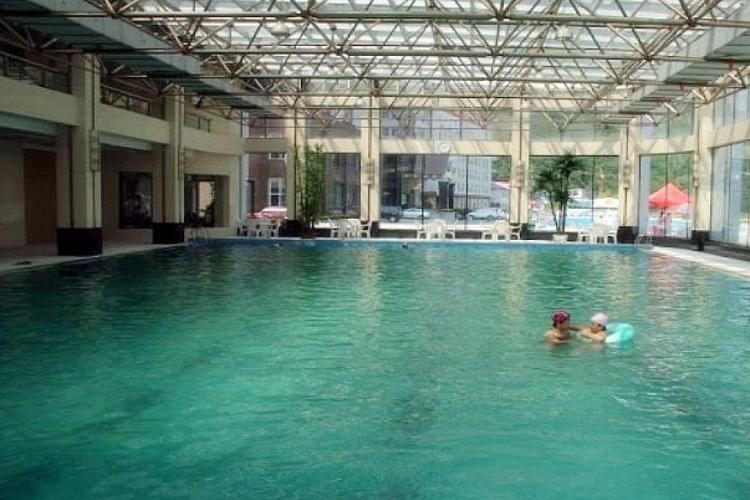 长白山池西区温泉游泳馆旅游