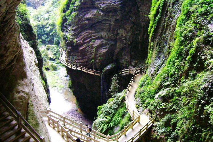 龙水峡地缝旅游
