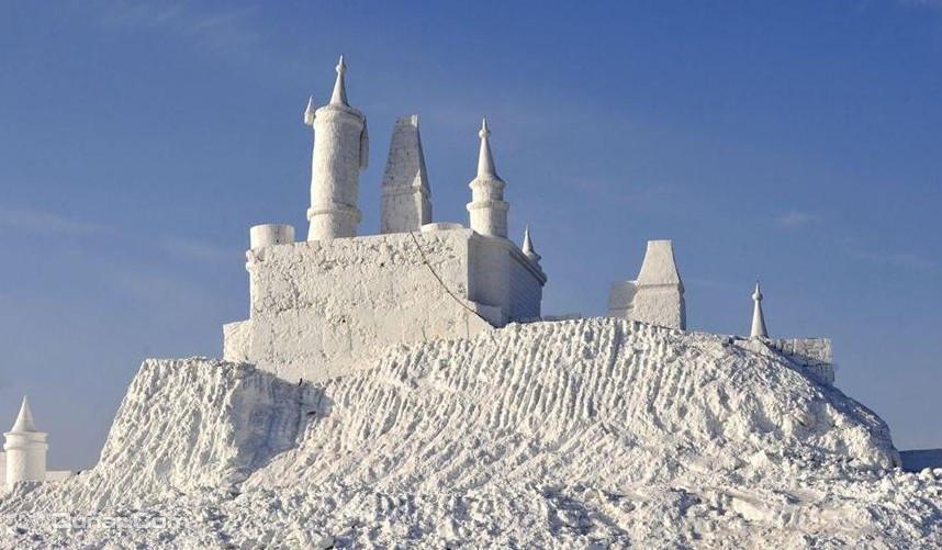 沈阳怪坡国际滑雪场位于距市区仅25公里的怪坡风景区内,是目前沈阳市