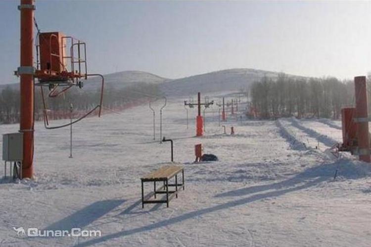 旭东滑雪场旅游