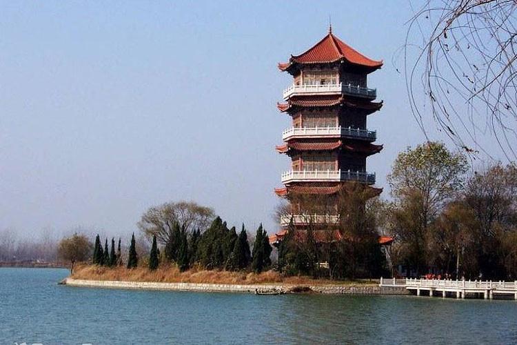 颖州西湖风景名胜区位于安徽省阜阳市城西处,面积平方千米,年被