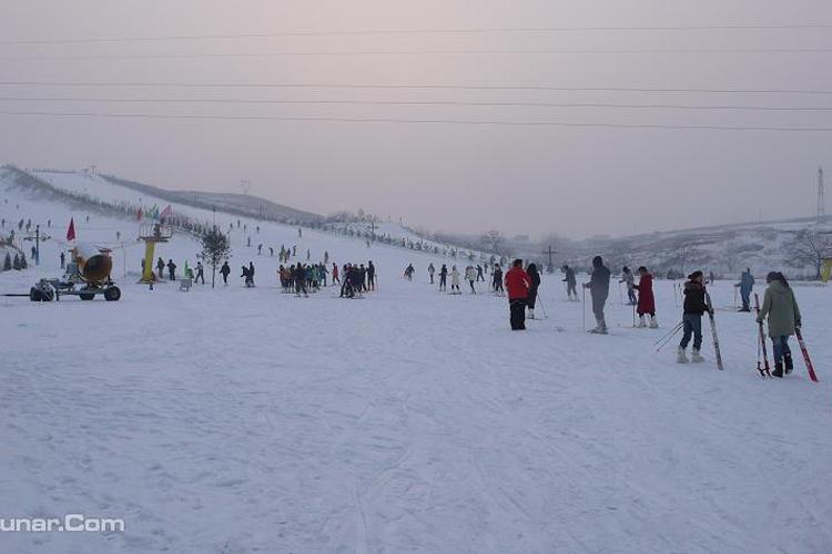 燕塞山滑雪场旅游