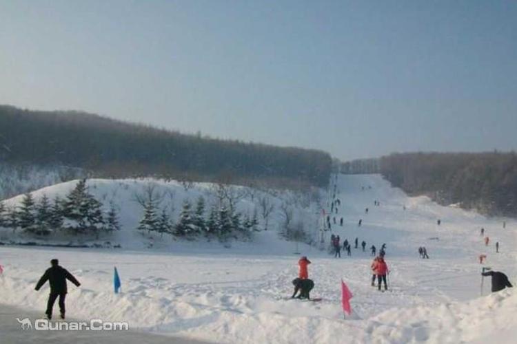 花果山庄滑雪场旅游