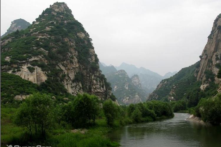 龙云山风景区集游览,食住,娱乐为一体,欢迎您前来观光,考察,休闲度假