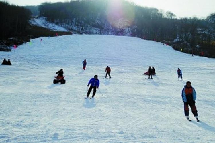 回龙山滑雪场旅游
