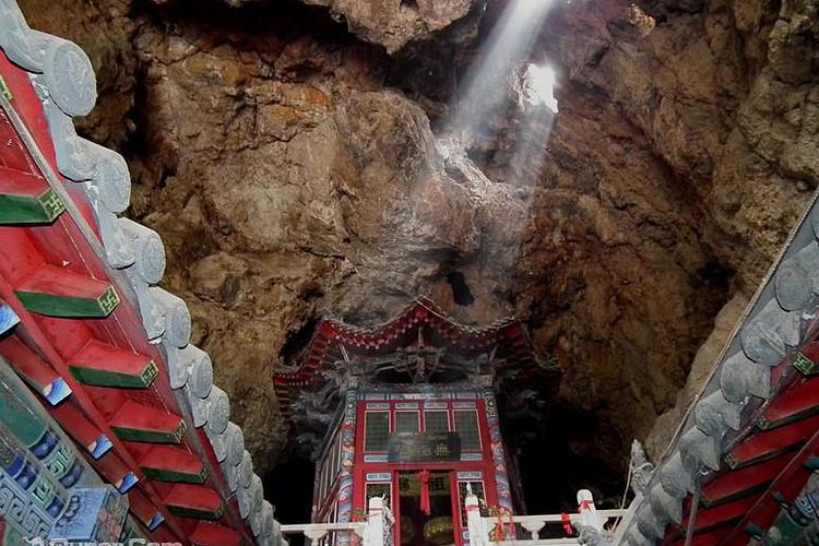 葫芦岛灵山寺位于葫芦岛市西北35公里处的凉水子村西灵山中.