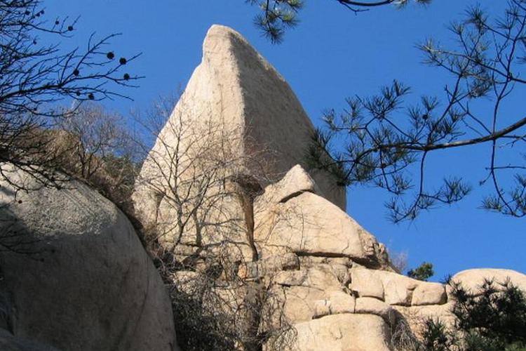 九龙山自然风景区位于运城市盐湖区东郭镇中条山腹地,盐湖南畔