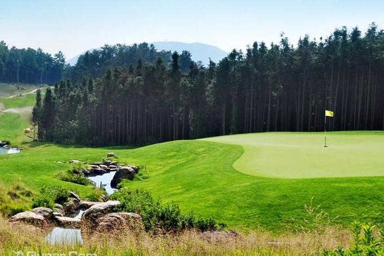 高黎贡国际高尔夫俱乐部旅游