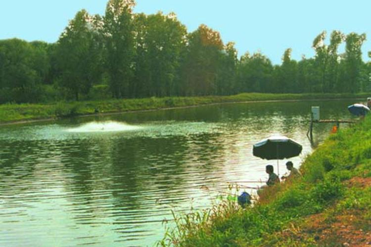 新立湖国家水利风景区是依托吉林省新立城水库建成的,位于吉林省长春