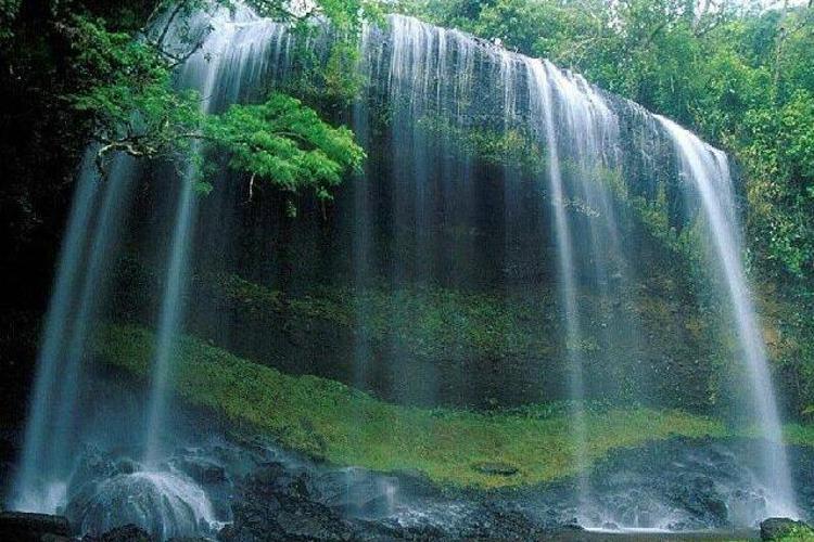 曼典瀑布旅游