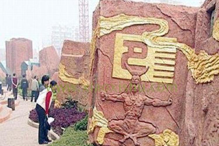 巴文化雕塑区旅游