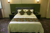 自由行哈素海温泉堡酒店豪华房1晚+双人温泉套票+双人自助午餐
