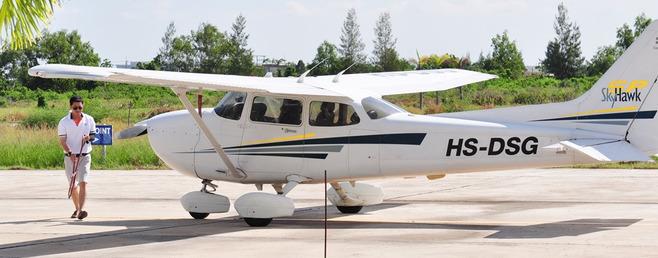 有众多的私人飞机owner将飞机停放在此.