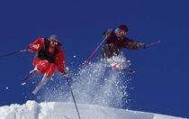 亚布力奥林匹克宾馆+双人全天滑雪+教练(2小时)+双人高山观光+双人头盔雪服