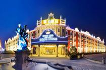 亲子主题游1晚济南泉城欧乐堡骑士度假酒店+戏水湾泰式养生(晚间)温泉票