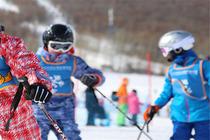 来啊,滑雪啊二晚长白山万达套房假日酒店+自助早餐+滑雪1次(含雪具魔毯)