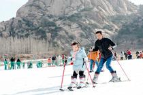 <拳头产品>日照五莲山滑雪一日游含往返交通+景区大门票+雪具一套天天发团