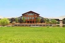 踏青赏景、休闲度假住1晚南湖紫天鹅庄酒店+2人早餐,只闻花香,不谈喜悲!