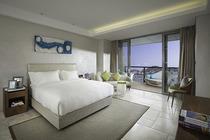 三亚东方迪拜360°全海景酒店:凤凰岛酒店主楼180°全海景+海鲜自助晚餐