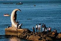 <养马岛度假区+月亮湾+渔人码头+跨海大桥+天马广场>碧水金沙 大巴往返