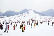 去哪网推荐:石家庄出发:西柏坡温泉滑雪场一日游 (可团队定制)zq