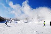 游崇礼冬奥小镇、多乐美地滑雪体验、怀来泡火山温泉、品野生铁锅鱼精品二日游