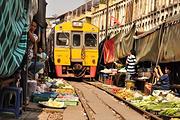 曼谷一日深度慢游:大皇宫、安帕瓦水上市场、美功铁道市场、坐火车、船游荧火虫、