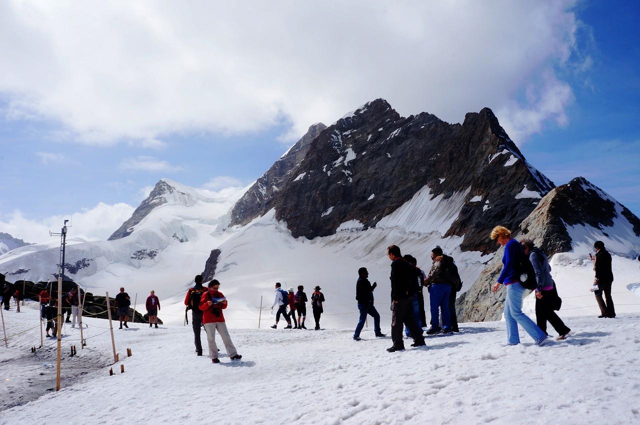 瑞士少女峰一日游 ( 登山齿轮火车+阿尔卑斯山震撼体验馆+斯芬克斯天文台+冰宫+