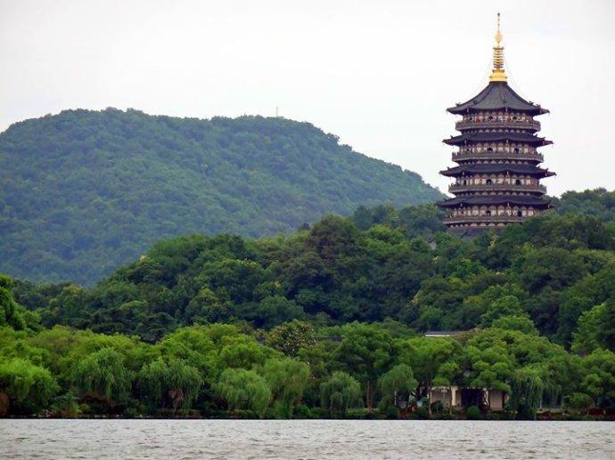 杭州雷峰塔→花港观鱼→杭州灵隐(飞来峰)景区包车一日游