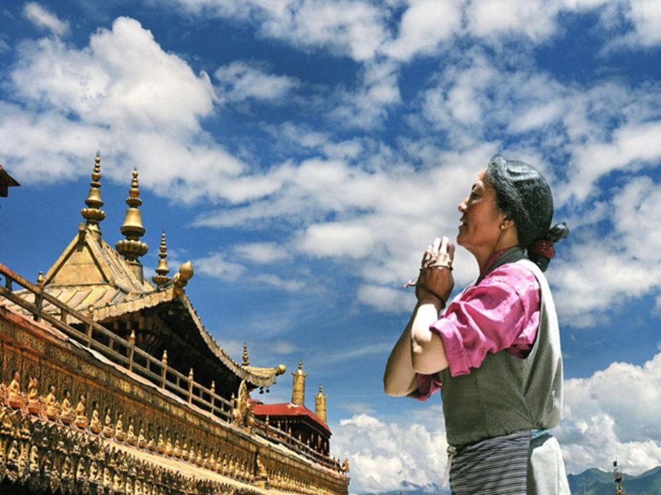 在这佛教圣地,有繁多的寺庙,虔诚的教徒,这里民风纯朴,全民信佛。