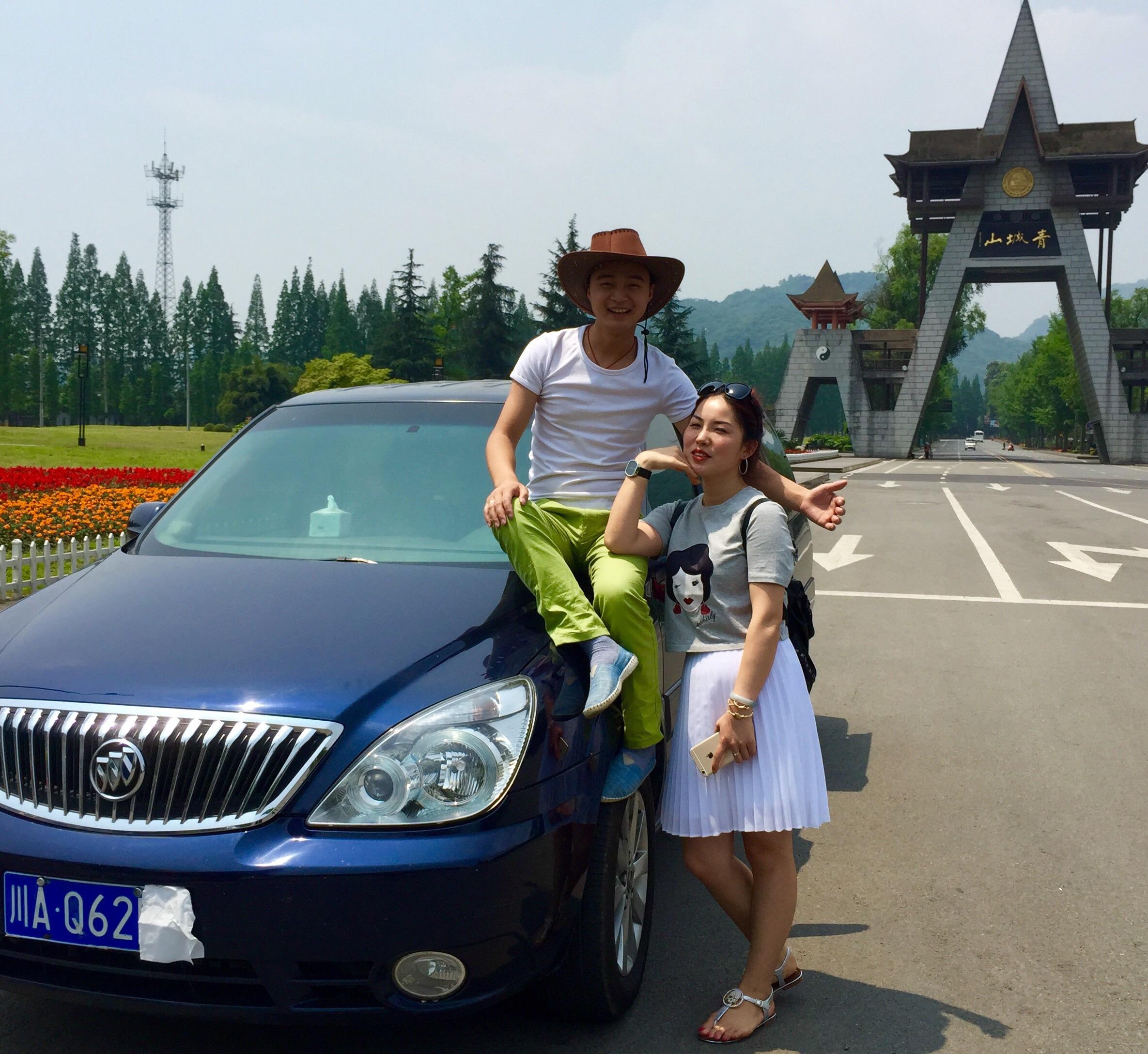 【Q】《去那儿网明星向导》一个好司机一个放心。川西旅游租车。