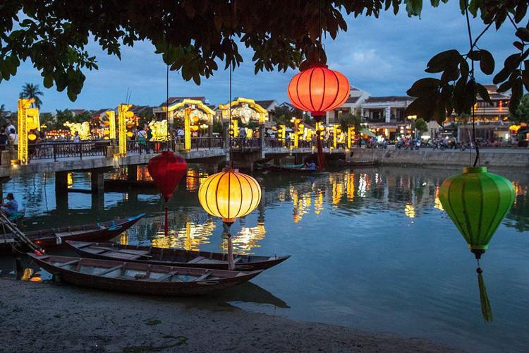 特惠风暴-岘港精品6日-签证便捷、美溪沙滩、海云岭、会安古城、赠魅力岘港晚会