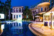 亲子游超值三亚 三亚湾皇冠假日度假酒店皇冠高级套房+双早和海鲜餐