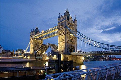 金钻英国一地10日  英伦双堡+双学府+巨石阵+比斯特购物村W