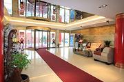 入住烟台泓腾大酒店1晚+烟台海昌鲸鲨海洋公园,酒店免费停车