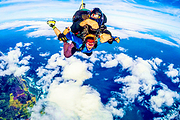墨尔本高空跳伞一日游:亚拉河谷1万5/7千英尺跳伞+市区巴士接送全程教练陪同