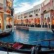 威尼斯水城+乘帆船喂海鸥+棒槌岛一日游舒适18人团奔驰商务车