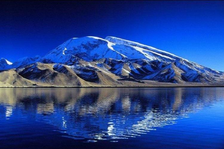 机票+【南疆异域风情】温宿大峡谷、克孜尔千佛洞、 卡拉库里湖、帕米尔高原8日游