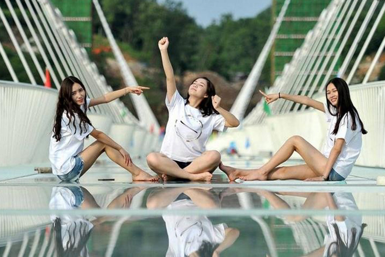 超值特卖!<韶山张家界凤凰全景>核心景区+溶洞奇观+第一玻璃桥丨赠特色表演秀